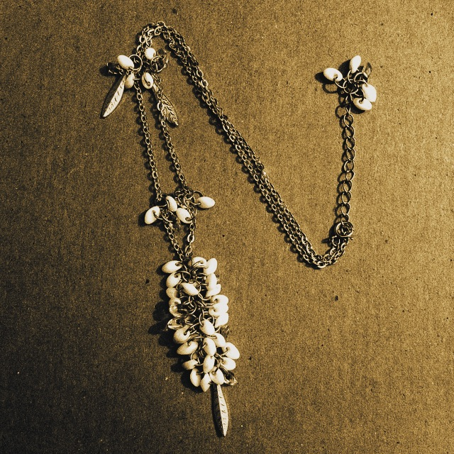 jump rings chain magatama beads