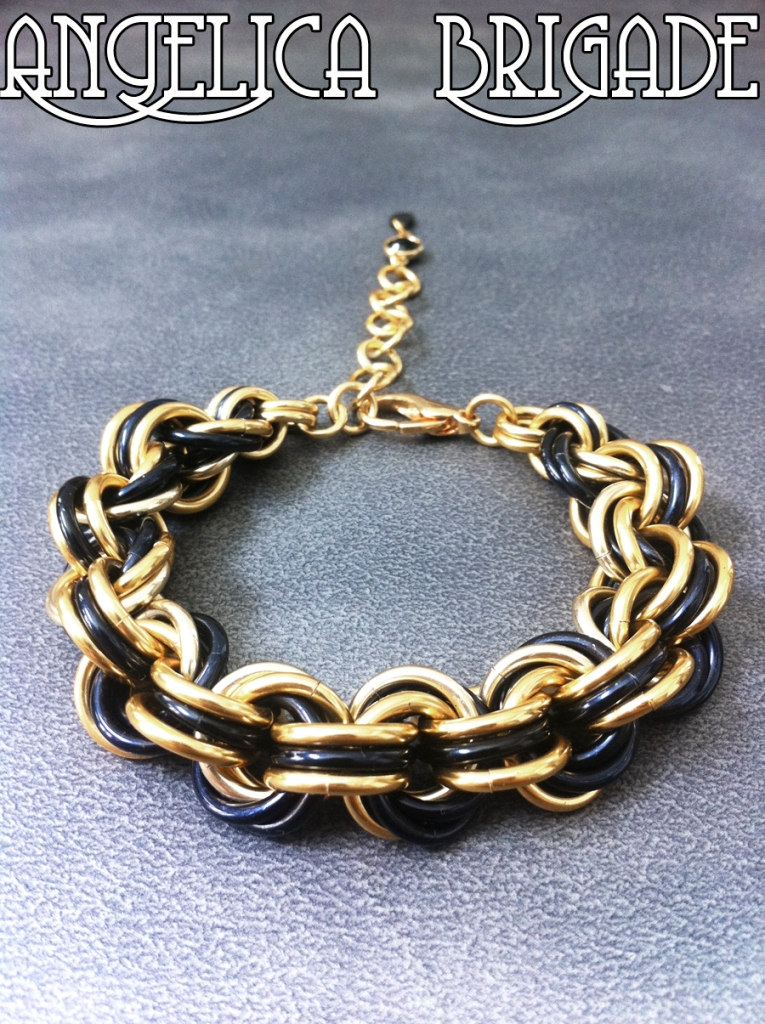 angelica-brigade_handmade_accessory_accessories_bracelet_chainmaille-jewelry_chainmail-jewellery_black-gold_art-deco-inspired_paige_004