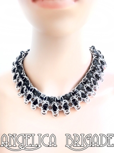 angelica-brigade_handmade_chainmaille-jewelry_chainmail-jewellery_necklace_silver-black_lurex_rondo-a-la-byzantine_004b