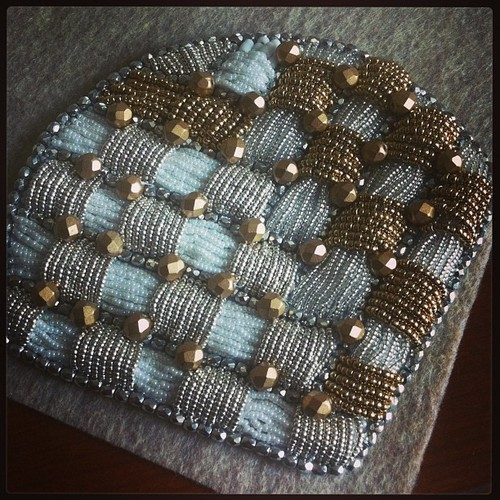 joyce-katuari_angelica-brigade_bead-embroidery_handheld-fan_coquette_0004