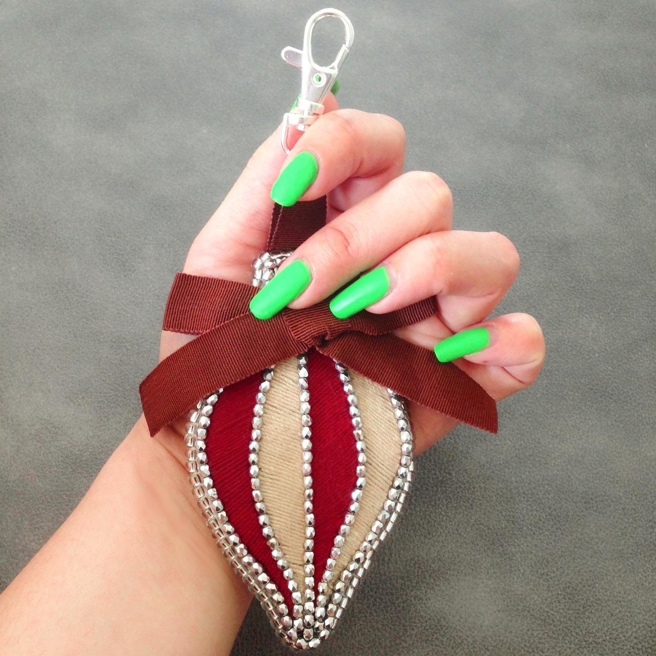 Free diy tutorial christmas ornament bag charm